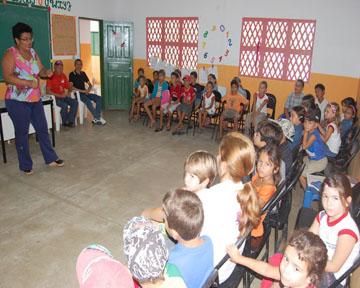 Ana Moreno orienta alunos sobre cuidados com a saúde