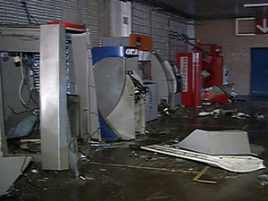 Grupo explode caixas eletrônicos de Correios e agência bancária na PB