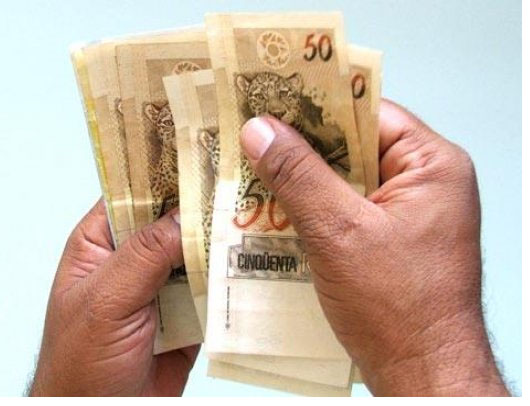 dinheiro na mão...