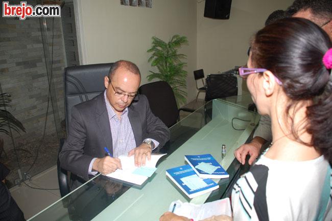 Juíz Antônio Cavalcante lança livro na Câmara Municipal de Guarabira.