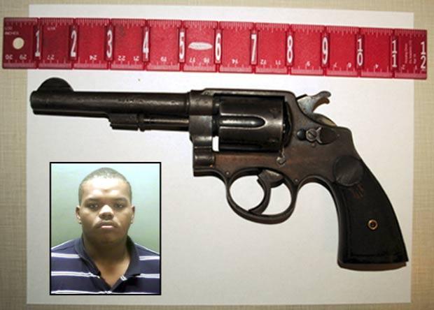 Polícia suspeita que Michael Leon Ward escondeu arma no reto. (Foto: Reprodução)