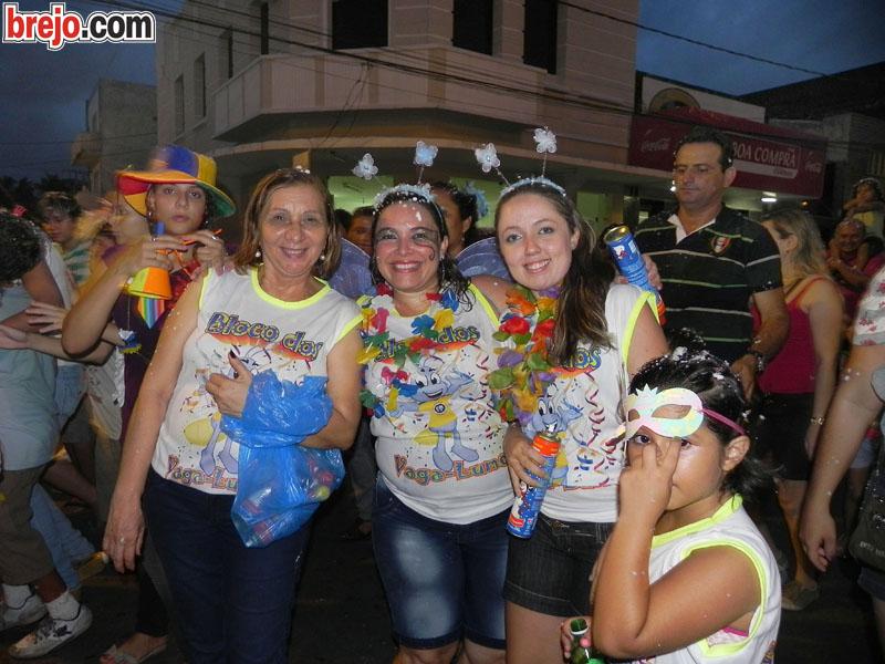 Bloco Vaga-lumes do Colégio da Luz faz a festa na avenida em Guarabira (parte 2)