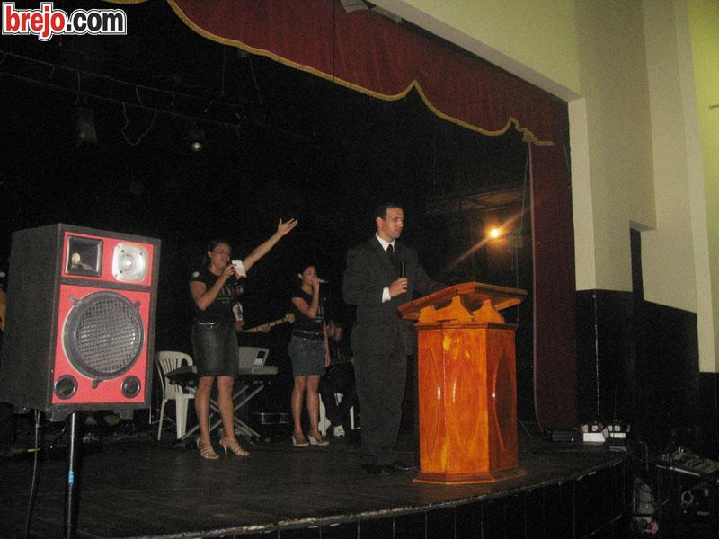 Culto de Louvor é realizado pela IDMP no Teatro Geraldo Alverga