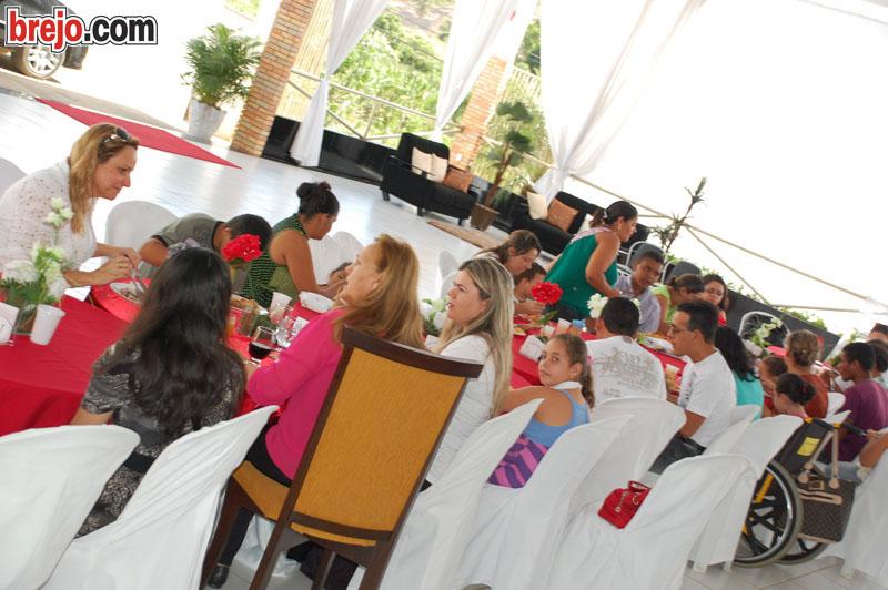 FOTOS: Almoço festivo é realizado em homenagem as mães com filhos atendidos na Funad