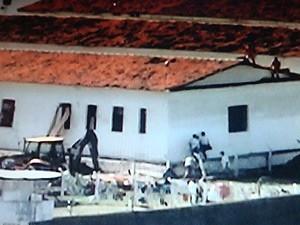 Equipe de engenharia ainda trabalha no local para fechar o túnel (Foto: Reprodução/TV Cabo Branco)