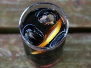 Refrigerantes são ricos em açúcar (Foto: BBC)