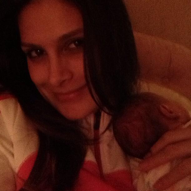 Natália Guimarães com uma das filhas (Foto: Reprodução do Instagram)