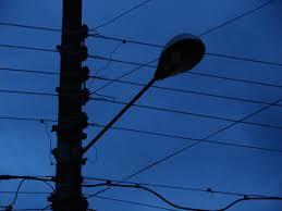 Homem recebe descarga elétrica em poste e morre, na cidade de Bayeux