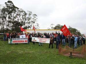 Aproximadamente 900 petroleiros protestaram em Araucária (PR). (Foto: Divulgação/ Sindipetro)