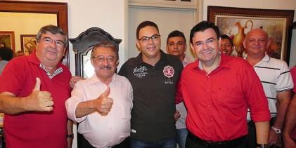 FOTOS: Roberto e Raniery recebem Zé Maranhão e Veneziano durante Festa da Luz em Guarabira