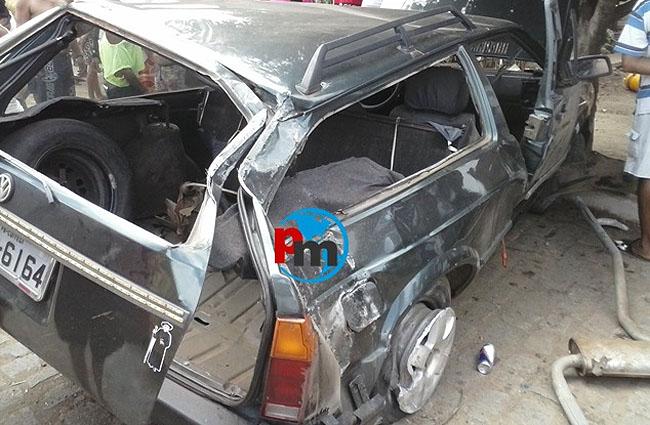 carro_acidente_feriadao_semanasanta_2014