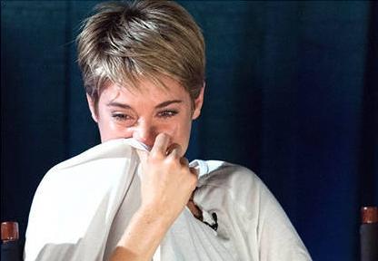 atriz_Shailene_Woodley__a_culpa_e_das_estrelas_chorando