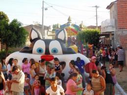 Zenóbio entrega pavimentação e ligamentos de ruas no Bairro das Nações e sorteia dez bicicletas com a criançada