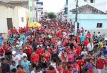 Raniery, Vital, Veneziano e Roberto Paulino arrastam multidão em passeata por ruas de Guarabira