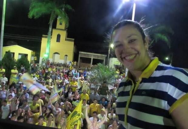 Visita à feira livre, inaugurações de comitês e carreatas fez parte da intensa agenda de Camila nesse fim de semana