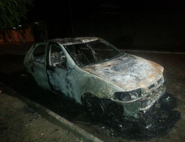 carro_incendiado_em_jampa_03.09.2014