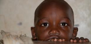 Ebola já deixou pelo menos 3.700 crianças órfãs, diz Unicef