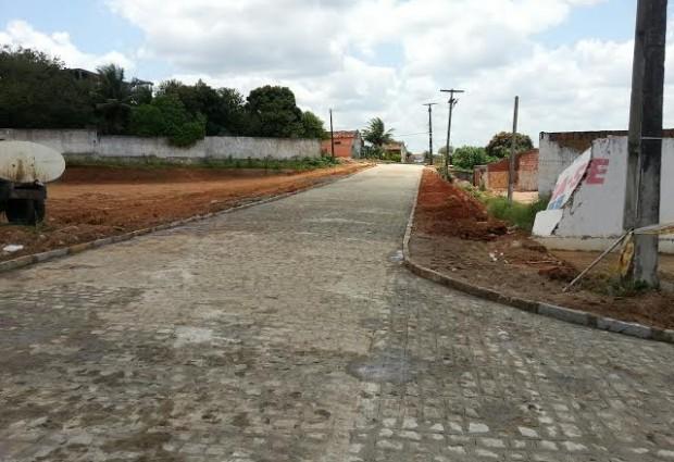Nesta sexta: Prefeito entrega pavimentação da Rua Zequinha Uchoa no Clóvis Bezerra e tira moradores do isolamento