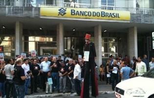 Bancários fazem ato em defesa dos bancos públicos nesta quarta-feira