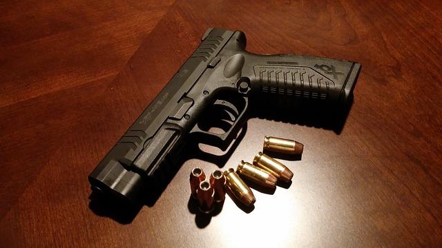 pistola_arma_handgun-231696_640