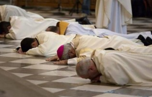 Padres que pregavam 'amor livre' para praticar pedofilia chocam Espanha