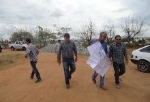 Prefeito Zenóbio e equipe técnica analisam marcação de áreas para montagem de estruturas para Festa da Luz 2015