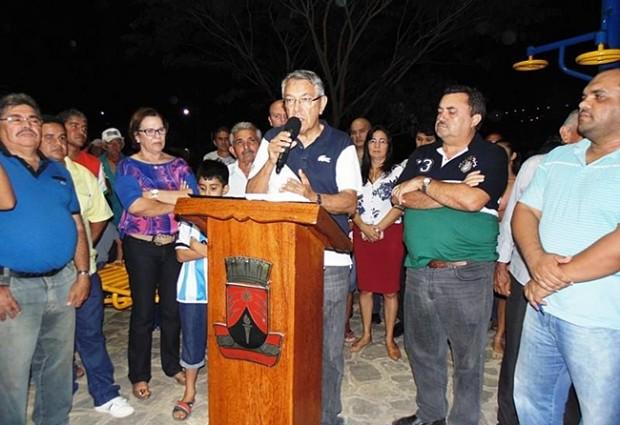 GUARABIRA 127 ANOS: Zenóbio inaugura praça com academia de saúde e assina contrato para construção de ponte no bairro do Cordeiro