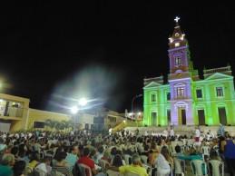 Multidão marca presença em missa do presépio, com apresentações musicais e exposição natalina no CEDOC