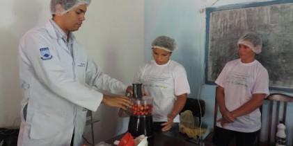 Assentados de Areia participam de curso de beneficiamento de polpa de frutas típicas da região do Brejo