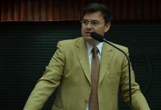 Deputado Raniery Paulino parabeniza população de Itatuba por sua Emancipação Política