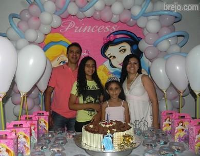 Brenda comemora 9 anos com seus pais Gilvan e Verônica e familiares