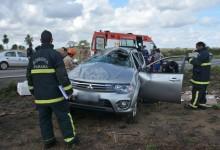 Caminhonete capota e deixa pai e filho feridos na BR-230 na Paraíba, diz PRF
