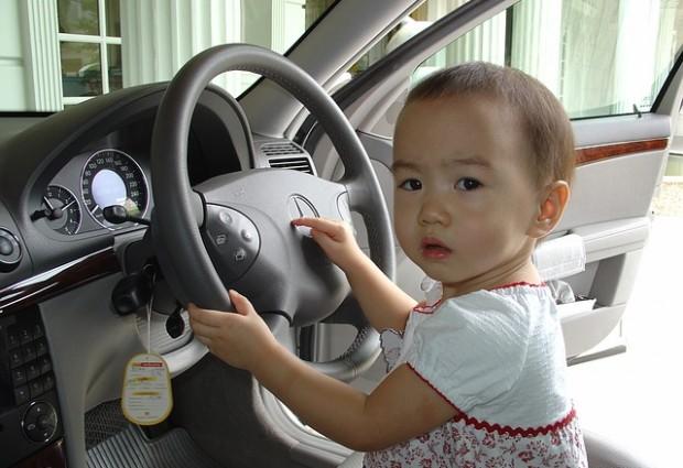 Atenção constante é principal orientação para evitar esquecer crianças em carros