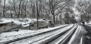 Poupada pela neve, Nova York libera a circulação de carros e metrô