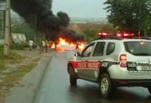 Em Guarabira: Manifestantes queimam pneus e bloqueiam rodovia