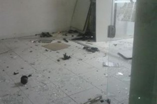 No Brejo: Bandidos explodem caixa eletrônico e atiram contra delegacia