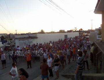 Esperança: População vai às ruas protestar pelo fechamento de Maternidade