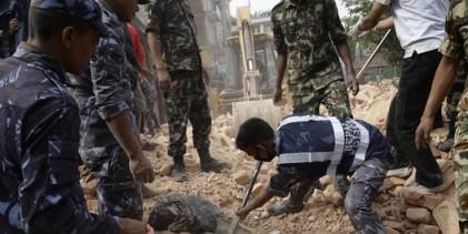 Nepal e Índia contam 1.196 mortes no terremoto deste sábado, 25