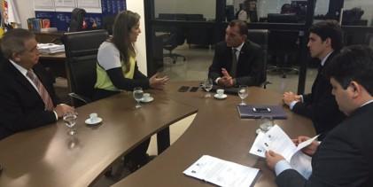 INQUÉRITOS: Camila participa de reunião da oposição com MP e requer cópias de processos envolvendo Governo do Estado