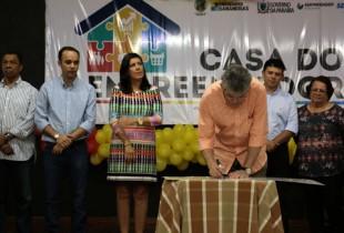 Governador entrega créditos do Empreender para microempresários de Bananeiras