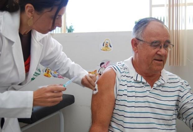 Saúde faz Dia D de mobilização contra a gripe e inicia a campanha de vacinação
