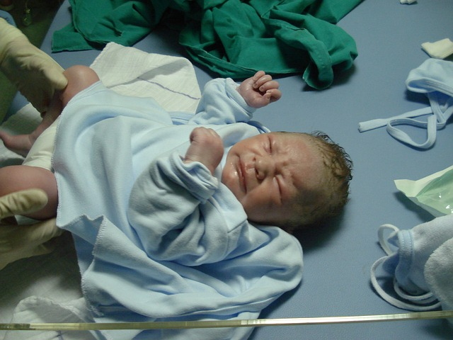bebe_medico_new-born-702548_640