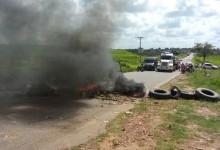 Moradores interditam rodovia em Pirpiri em protesto por lombada
