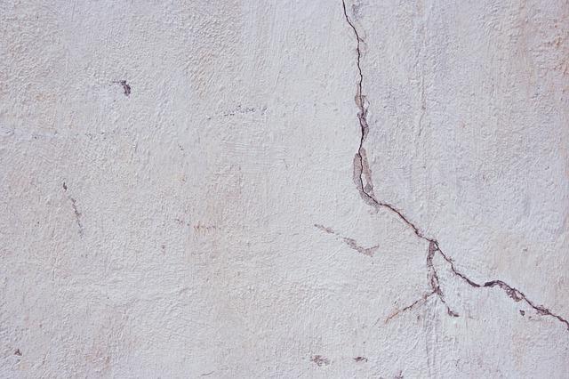 terremoto_crack-884506_640