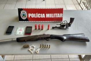 Em Sapé: PM detém adolescentes e apreende armas, drogas e veículo roubado