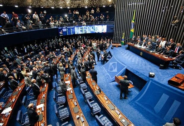 Senado define na terça-feira novo cronograma do processo de impeachment de Dilma