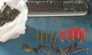 Polícia Militar encontrou munição, cápsulas deflagradas e grampos (Foto: Major Douglas Ferreira/Polícia Militar)