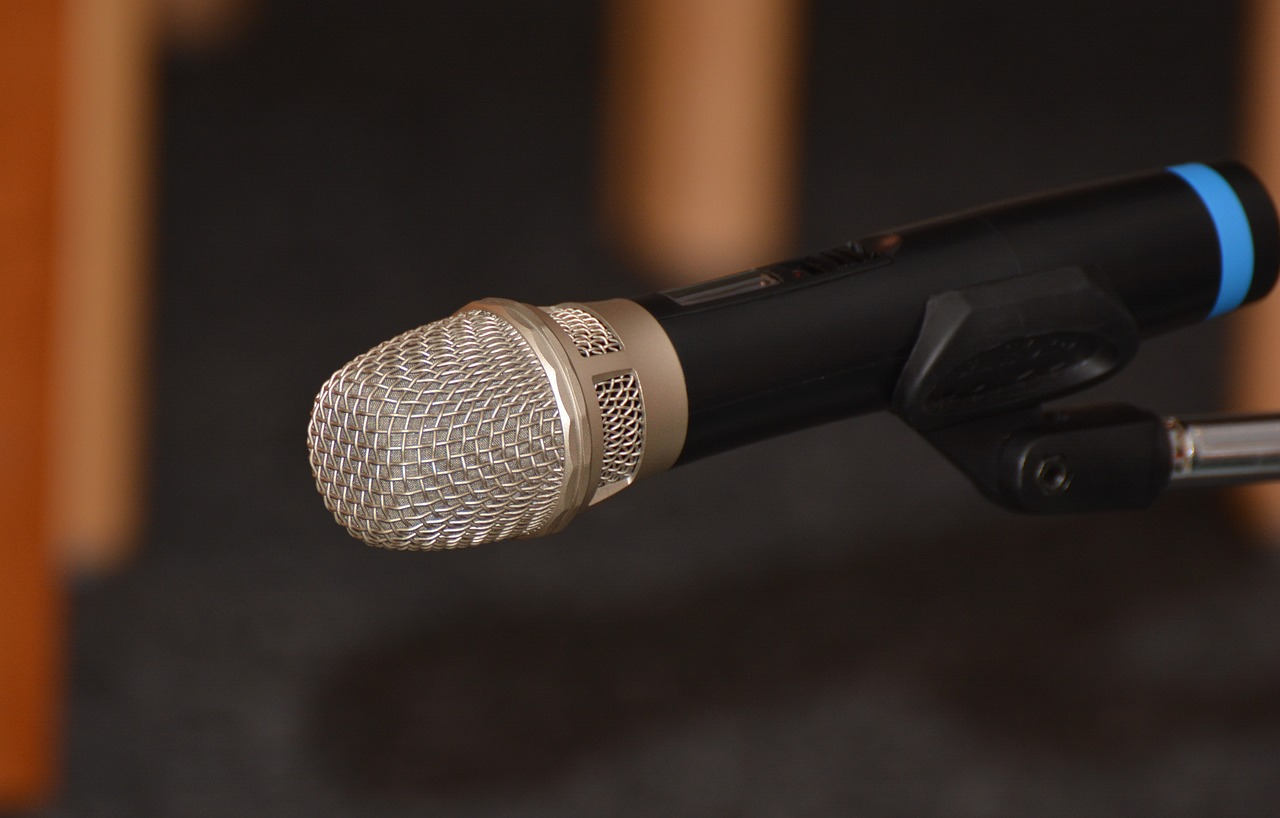 microphone-1823007_1280