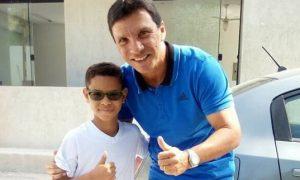 Mateus_e_o_Treinador_JoseRicardo_do_Flamengo__foto_divulgacao
