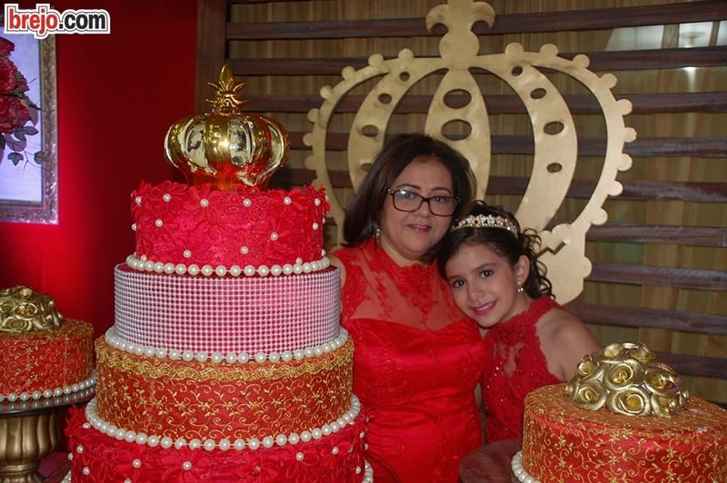 Ana (da Bola Cheia) ao lado de sua filha Esther Vitória